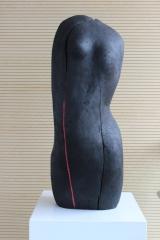 2002_torso noire avec rouge_ 2002_lindenholz geflammt leinöl farbe_(3)
